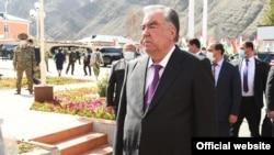 Президент Таджикистана Эмомали Рахмон посетил эксклав Ворух в начале апреля.