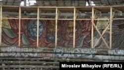 Мозайка от вътрешния кръг с лика на Тодор Живков, Димитър Благоев и Георги Димитров