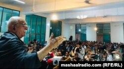 محمود خان اڅکزی د ۲۰۲۱ز کال د مې پر ۲۰مه په کوټه کې د پخواني سېنېټر رحیم مندوخېل څلورم تلین غونډې ته وینا کوي