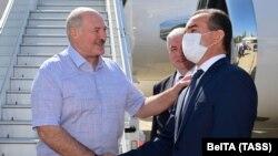 Președintele belarus Alexandr Lukașenka primit la Soci de guvernatorul regiunii Krasnodar, 14 septembrie 2020.