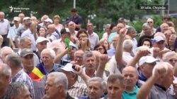 """Protest la Chișinău: """"Înconjurăm Parlamentul"""""""