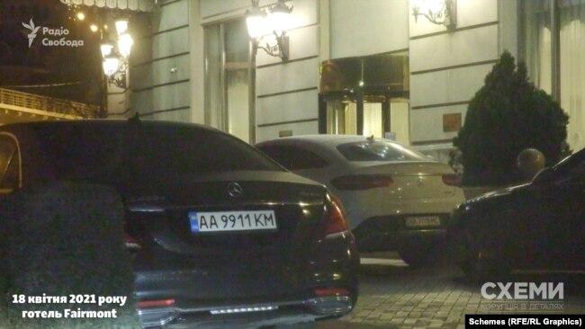 Близько 2-ї «Схеми» поїхали звідти, а автівки гостей свята, схоже, залишилися там на ніч. Як і машина Миколи Тищенка