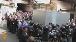 Timoşenkonyň tarapdarlary polisiýa bilen çaknyşýar