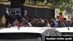 Москвадагы кыргыз элчилигинин алды.