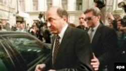 Полиция Лондона еще накануне проверила на предмет радиации офис Бориса Березовского и его автомобиль, на котором в больницу был доставлен Литвиненко