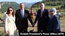 Թուրքիայի և Ադրբեջանի նախագահները՝ տիկնանց հետ, Շուշիում, 15-ը հունիսի, 2021թ.