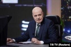 Slavi Trifanov a înființat partidul populist Există un Astfel de Popor (ITN)., care a obținut scoruri bune în primul tur al alegerilor și este bine cotat de sondajele de opinie.