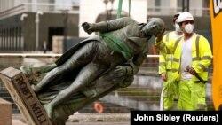 Статуи и споменици - цел на антираситичкото движење