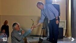 Վարդենիսում մանգաղ նվիրեցին Քոչարյանին, որ «քաղաքական մոլախոտը հնձի»