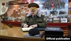 Лукашэнка на базе АМАПу