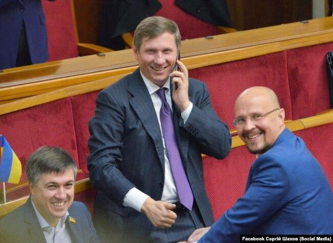 Нардеп Сергій Шахов (посередині) – член депутатської групи «Довіра»
