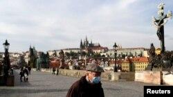"""Praga - podul Carol în """"carantină"""", fără turiști, octombrie 2020"""