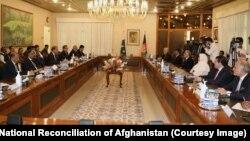 عبدالله عبدالله در سفرش به پاکستان با عمران خان و برخی دیگر از مقامهای ارشید پاکستانی دیدار کرد.