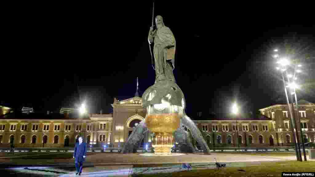 U sredu uveče 27. januara 2021. na Savskom trgu u centru Beograda otkriven je spomenik srednjevekovnom srpskom vladaru Stefanu Nemanji