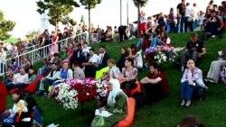 Татар яшьләре Казанда Печән базарын җанландыра