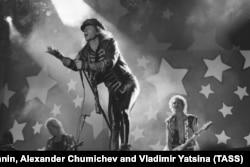 Messze a Leningrádi Rock Klub intim közegétől: Klaus Meine és a Scorpions emlékezetes fellépése a Moszkvai Olimpiai Stadionban, az 1989-es Moszkvai Béke Zenei Fesztiválon.