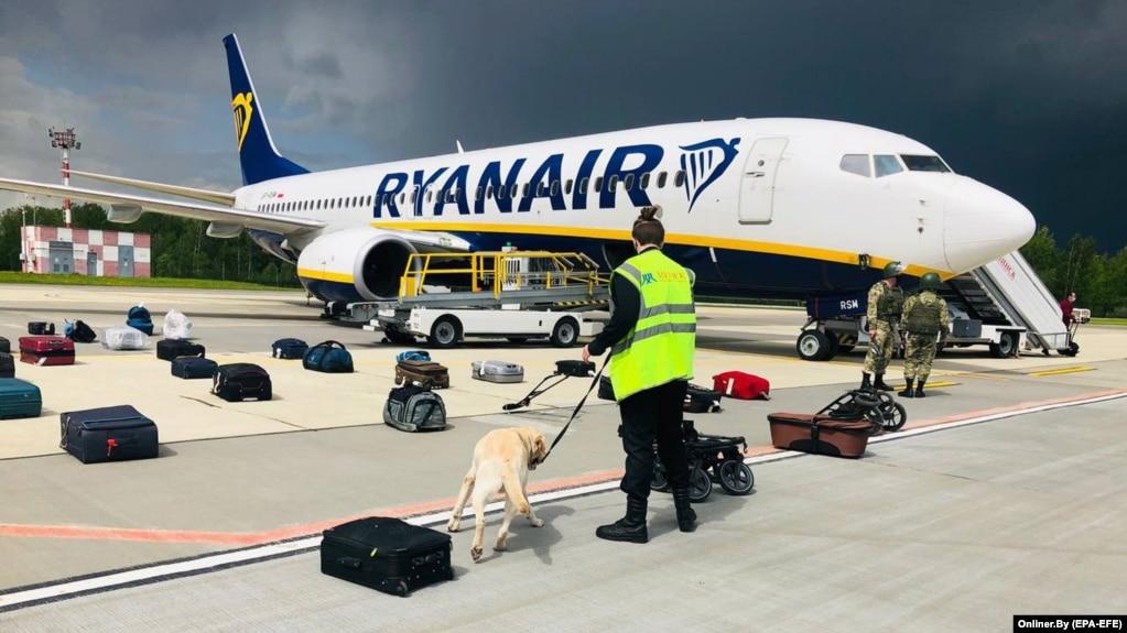 Самолёт ирландской компании Ryanair после вынужденной посадки в аэропорту Минска