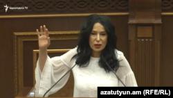Ermənistan-deputat Naira Zöhrabyan