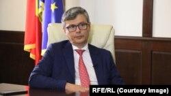 Virgil Popescu crede că ANRE e de vină pentru modul deficitar de informare a populației privind schimbarea contractelor la energie electrică.