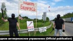 Активисты изображают ОМОН, избивавший участников прошлогодних акций протеста