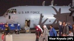 Група на граѓани од Авганистан веќе пристигнаа во Косово, 29 август, 2021.