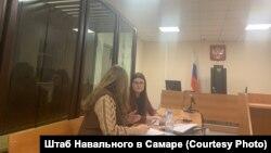 Марина Евдокимова (справа) на суде в Самаре, 18 февраля 2021 года