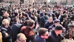 """Armenia: protestul premierului Pașinian, care acuză armata de """"tentativă de lovitură de stat"""""""
