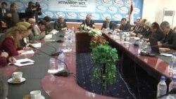 Министр образования Таджикистана отвечает на вопрос русскоязычного журналиста