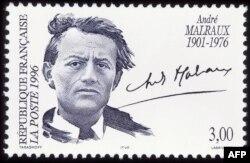 در توجیه حذف سیگار از تصویر آندرو مالرو بر این تمبر پستی، مقامهای پست فرانسه گفتهاند که هدف آنها عدم تبلیغ سیگار بوده است. این تمبر در اکتبر ۱۹۹۶ و بر اساس عکسی از گیزل فروند منتشر شد که مالرو را در ۱۹۳۵ سیگار بر لب نشان میدهد.