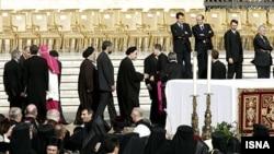 محمد خاتمی در مراسم تدفین پا ژان پل دوم، فروردین ۱۳۸۴