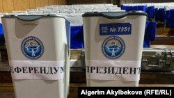 На одном из избирательных участков в Таласской области Кыргызстана.