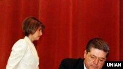 Лідер партії «Громада» Павло Лазаренко та голова тіньового кабінету партії «Громада» Юлія Тимошенко під час з'їзду партії в Києві, 1997 рік
