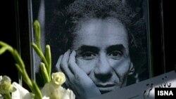 نامی پتگر، نقاش ایرانی که در حال کشيدن آخرين تابلوی خود در گذشت. (عکس از ایسنا)