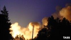 Пожар в воинской части виден за много километров от места трагедии
