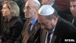 Avigdor Lieberman Bakı sinaqoqunda ibadət zamanı, 10 fevral 2010
