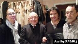 Гөлчәчәк Ханнанова (с), Рим Хәсәнов, Роза Хәбибуллина, рәссам Васил Ханнанов