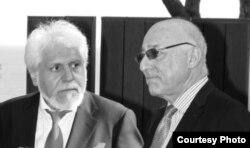 سمت راست مارک آرنولد وکیل، سمت چپ هوشنگ بوذری شاکی