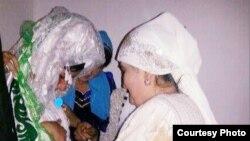 Šahnoza Idrisova tokom vjenčanog rituala
