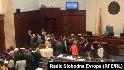 Македонскі парлямэнт пасьля галасаваньня аб зьмене назвы краіны, 20 чэрвеня 2018