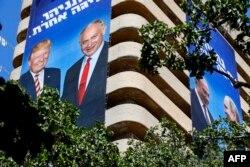 Передвиборчий плакат в Ізраїлі зображає Беньяміна Нетаньягу зі світовими лідерами, фото від 28 липня 2019 року