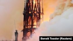 Katedrala Notre Dame u Parizu u plamenu