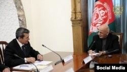 Türkmenistanyň daşary işler ministri Reşid Meredow owgan prezidenti Aşraf Gani bilen gepleşik geçirýär. (arhiw suraty)