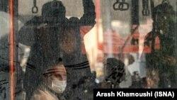 Teheran, građani u gradskom prevozu sa maskama zbog zagađenja