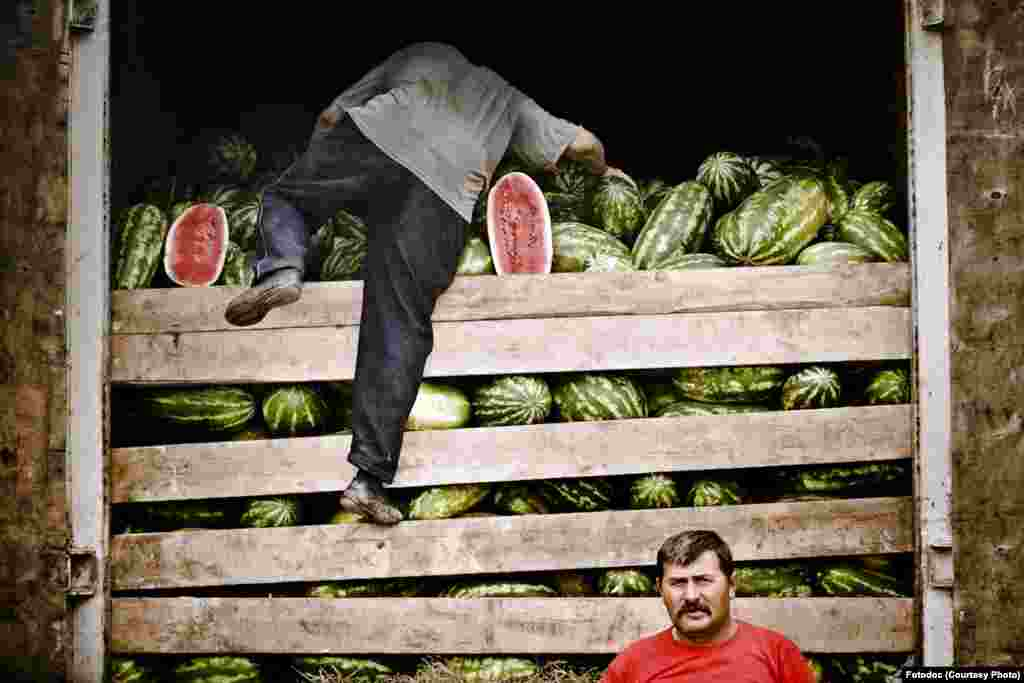 Migrants unload watermelons for the vegetable market near the Warsaw road. Moscow, 2007. Photo by Fedor Savintev.