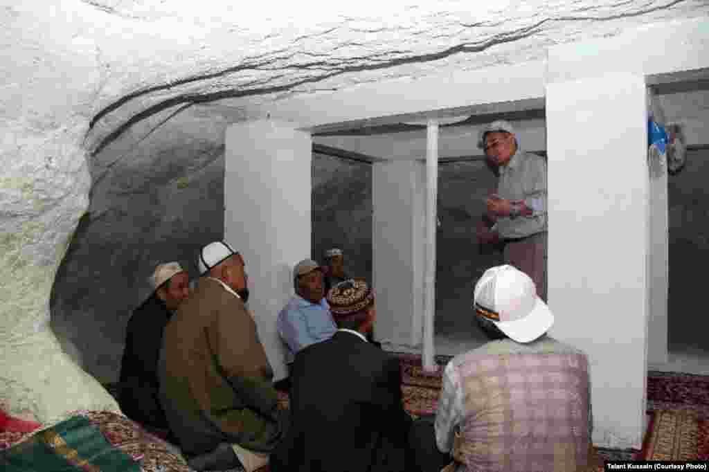 В подземной мечети Бекет ата. Автор фото - Талант Кусайын.