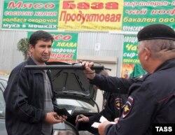 Moskva bazarında polis reydi, 30 iyul 2013