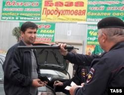 Moskva bazarında polis reydi - 2013