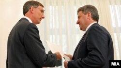 Американскиот амбасадор Пол Волерс му ги предаде акредитивните писма на претседателот Ѓорге Иванов