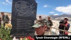 Улуу Үркүндө каза болгондордун сөөгүн кайра аруулап жерге берүү иш-чарасынан. Ак-Шыйрак, 2-август, 2014