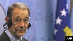 خاویر سولانا گفته است که موضوع مشوق ها در میان نمایندگان گروه پنج به علاوه یک مورد بحث بوده است. ( عکس: AFP)